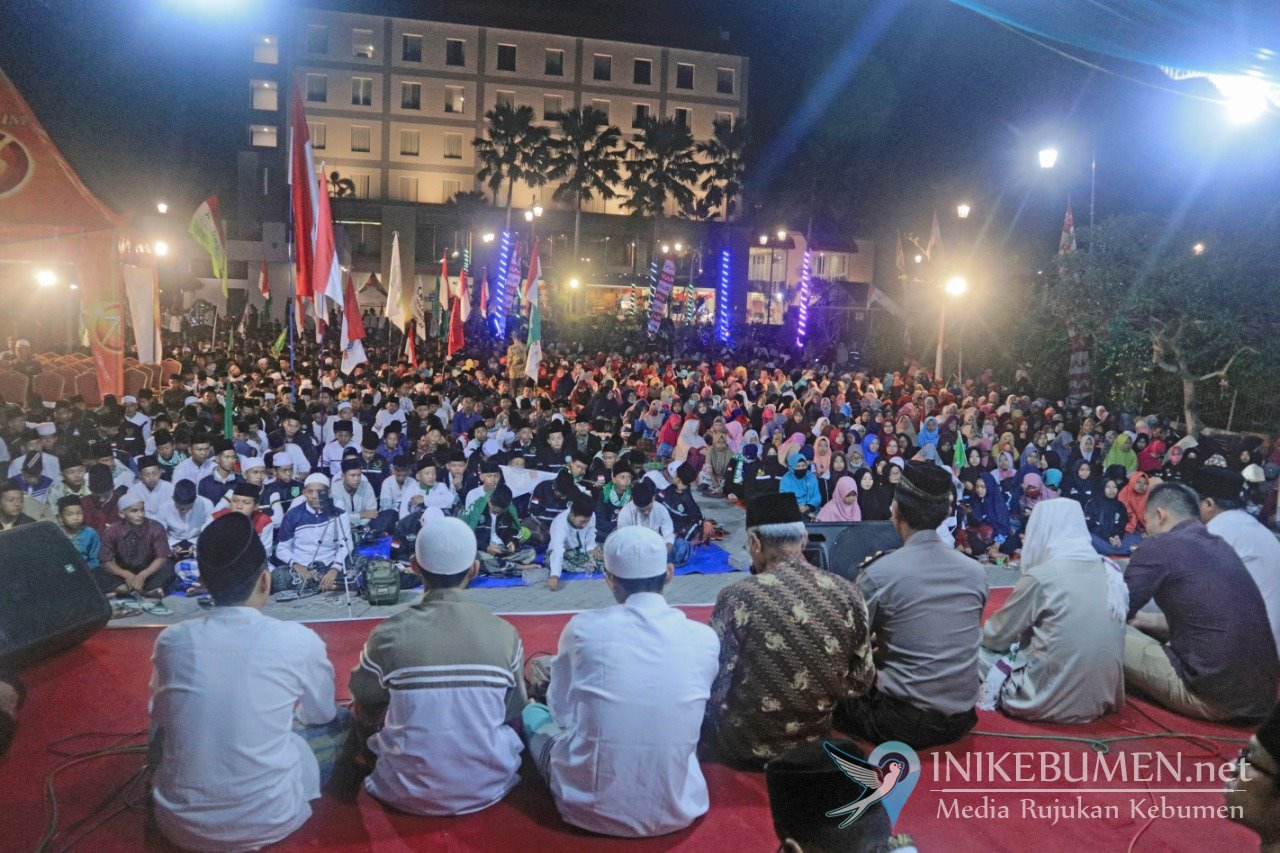 Bersama Mahage, Ribuan Warga Padati Meotel Bersholawat