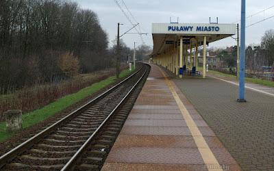 http://fotobabij.blogspot.com/2016/01/zdjecie-dworzec-pkp-puawy-od-strany-za.html