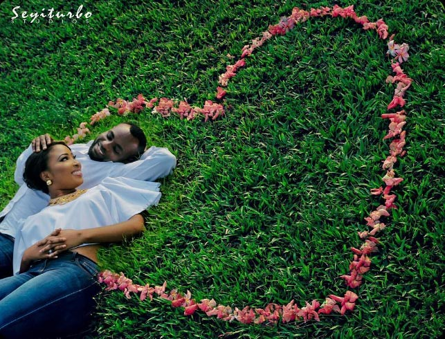 Aww! Check out this couple's adorable pre-wedding photos