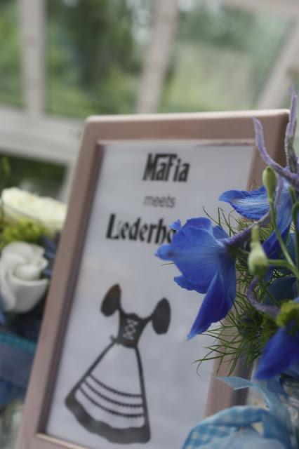 Tischkarten-Schilder - Mafia meets Lederhos´n - Hochzeit im Riessersee Hotel Garmisch-Partenkirchen, Bayern - Wedding in Bavaria, #Riessersee #Garmisch #Hochzeit #wedding #Location #wedding venue #Bayern #Bavaria