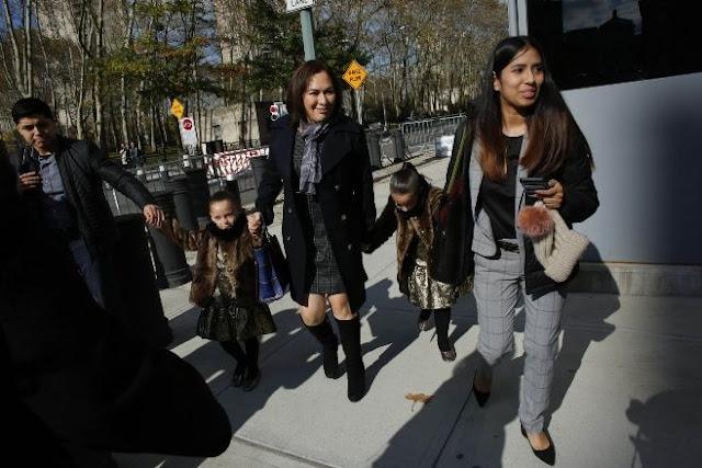 La tremenda sonrisa de El Chapo y saludó a Emma Coronel y a sus hijas