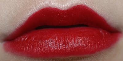 charlotte tilbury Matte Revolution red velvet red swatch