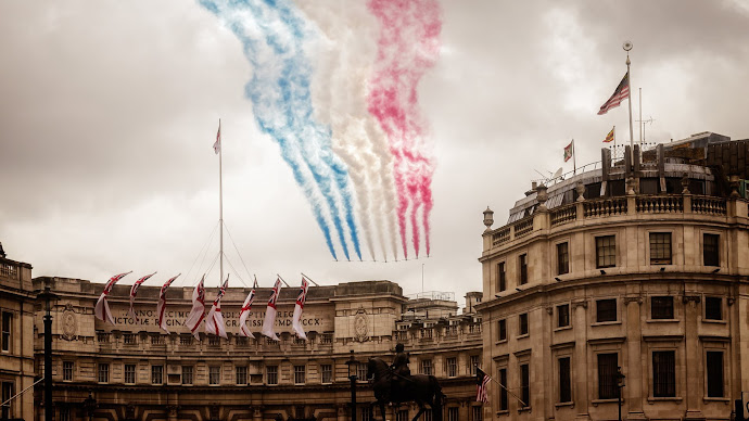 Wallpaper: Red Arrows Fly over central London