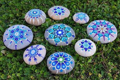 galets peints harmonie bleue anne jacquemin artiste uzes exposition