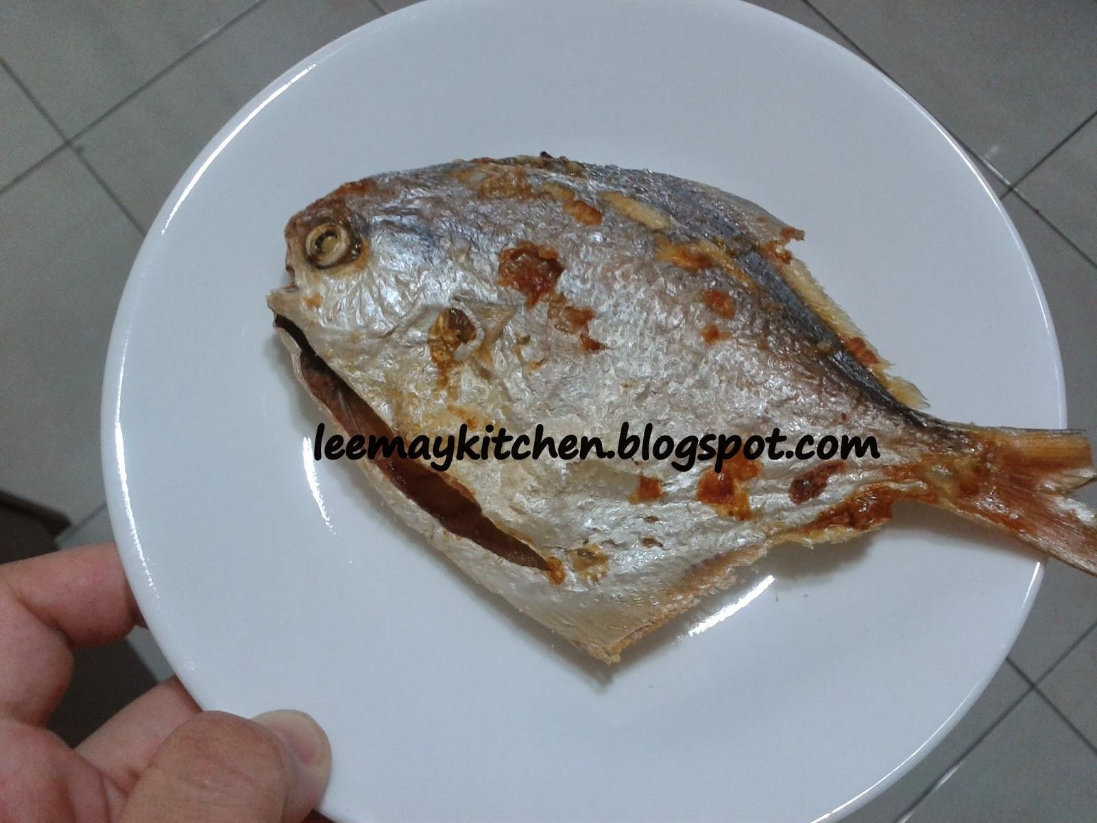 "Kitchen Fryer Bar Table ♥ 烘培幸福屋 ♥: ""fried Fish Using Philip Air Fryer不油腻的煎鱼"""
