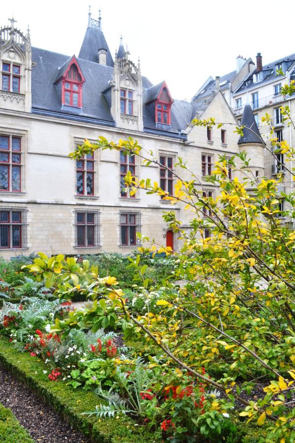 Art et glam le jardin de l 39 h tel de sens paris 4e un for Les jardins hotel paris