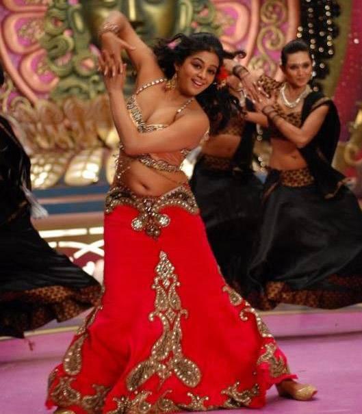 Actress Saree Below Navel Show