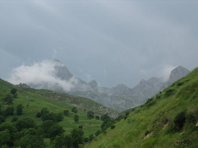 Rutas Montaña Asturias: Zona de Ubiña con tormenta