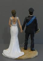 statuine sposi realistici milano uniforme arma sciabola fascia blu orme magiche