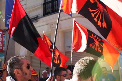 Resultado de imagen de banderas falangistas