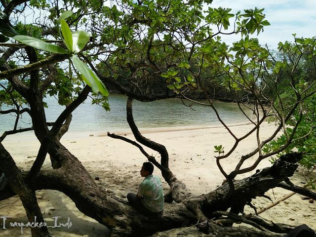 pantai di daerah Malang memang selalu bermunculan dari tahun ke tahun Tempat Wisata Malang Jawa Timur terfavorit dan terbaru untuk keluarga:  Ketenangan Pesona Pantai Banyu Meneng Malang