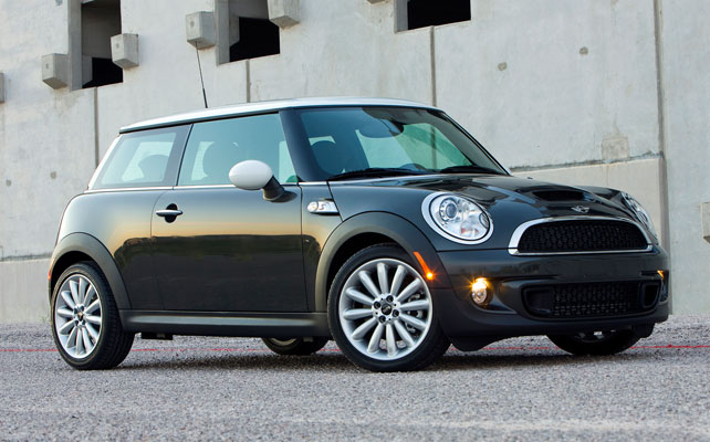 The 2017 Mini Cooper Hardtop Starts At 20 200 For Base Model And S Ups Price To 23 800 Premium John Works