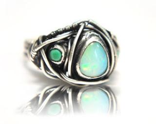 Bonito anillo de plata con piedra