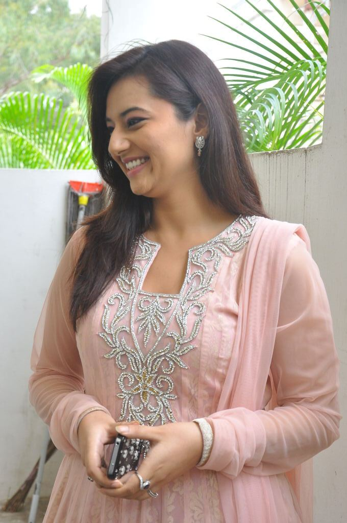 Isha chawla at de charms spa n salon launch
