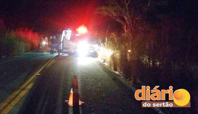 Ambulância do SAMU capota em rodovia na região de Cajazeiras; estado de saúde da paciente é grave