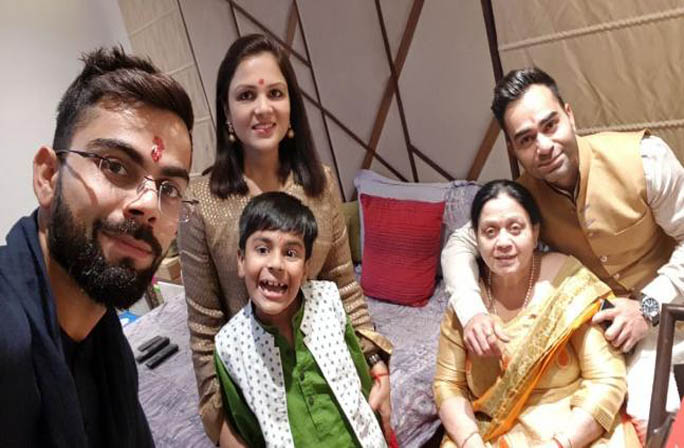 Images Of Virat Kohli With His Family