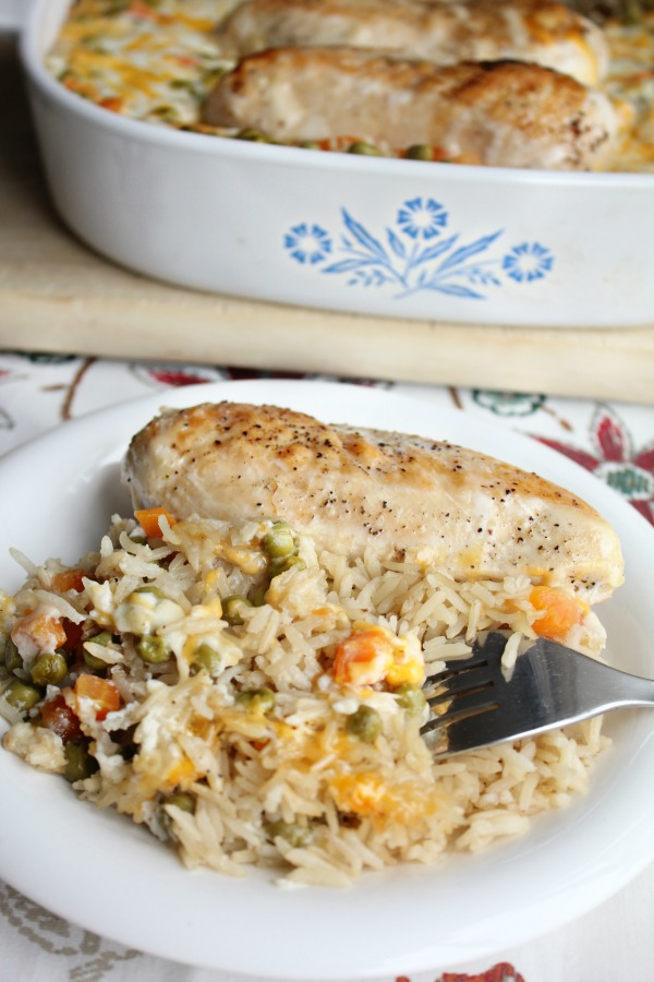 Looking for a healthier twist to a classic dish? Try this cheesy chicken with brown rice and veggie bake tonight! It's so delicious, kid-friendly and a little healthier than a traditional cheesy chicken casserole #MyNutrishDish #ad