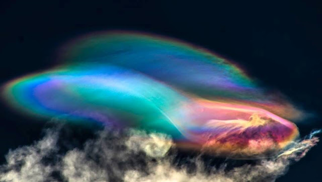 Just Amazing! Polar stratospheric clouds over Peru that looks like an alien spacecraft %2BPolar%2Bstratospheric%2Bclouds%2B%2B%25281%2529