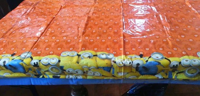 Despicable Me Minions Party Supplies Tablecloth Review
