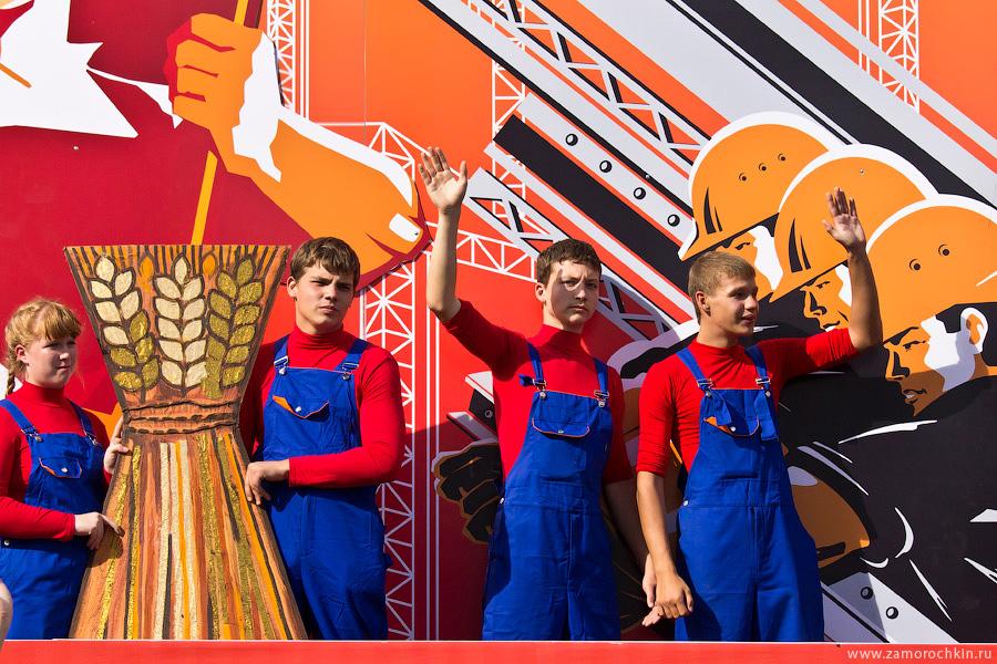 Участники марша 'Все мы - Россия'. Тысячелетие единения мордовского народа с народами России