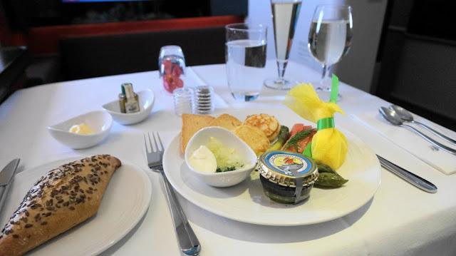Menu makanan penerbangan kelas satu Airbus A380 Malaysia Airlines