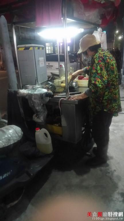 [南部] 高雄市苓雅區【臭豆腐】俗又大碗  小小攤車卻是很多忠實顧客的唯一選定