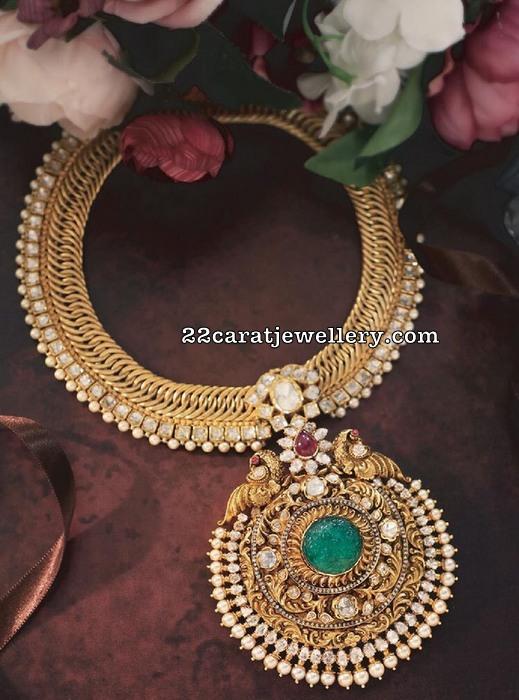 22 Carat Gold Antique Work Diamond Locket