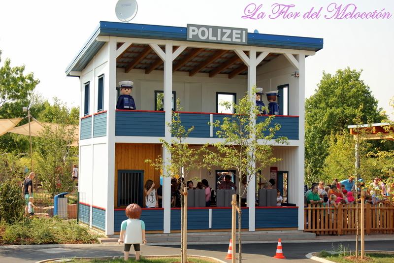 Comisaría de policia del parque de Playmobil