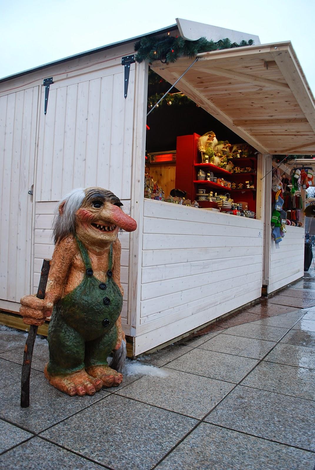 Рождественская ярмарка и неизвестное существо:)