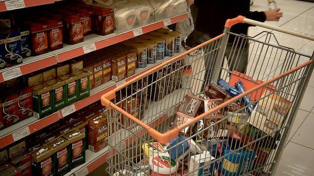Μειωμένος ΦΠΑ: Φθηνότερα από σήμερα πολλά τρόφιμα - Δείτε σε ποια προϊόντα πέφτουν οι τιμές