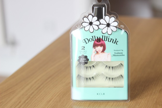 dolly wink lashes in the packaging