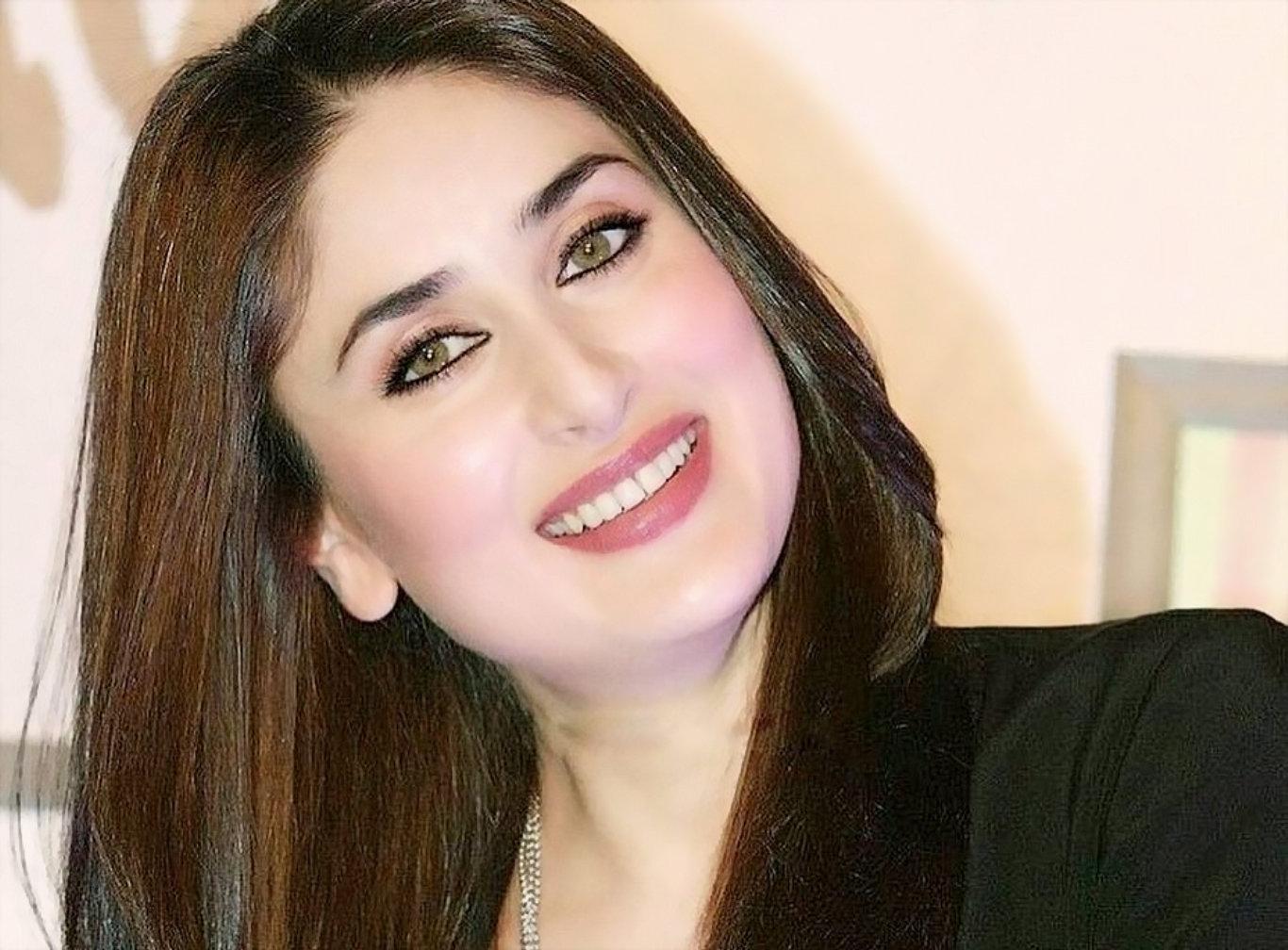 Kareena Kapoor Cute Smile HD Wallpaper