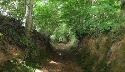 Holloway, Rute Jalur Cekung Kuno Agak Seram di Eropa