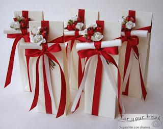 bomboniera utile segnalibro laurea rosso pergamena