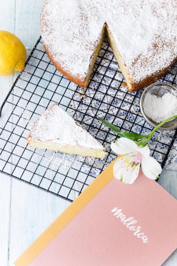 Mein Souvenir von Mallorca: Rezept für einen mallorquinischen Mandelkuchen by titatoni.de