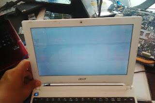 Cara memperbaiki laptop Acer layar putih