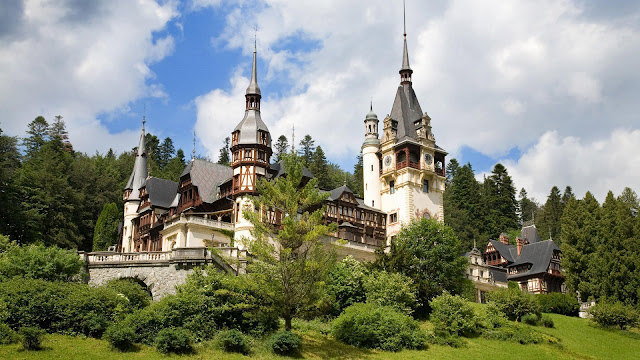 Peles Castle Wonderful View Sinaia Prahova Romania HD Wallpaper