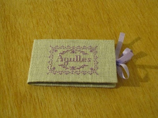 carpeta agujas, guarda agujas, fieltro, carnet aiguilles, cartonnage, bordado, broderie, point croix, punto cruz, cross stitch
