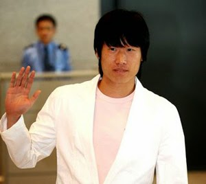 Park Ji-sung says goodbye.