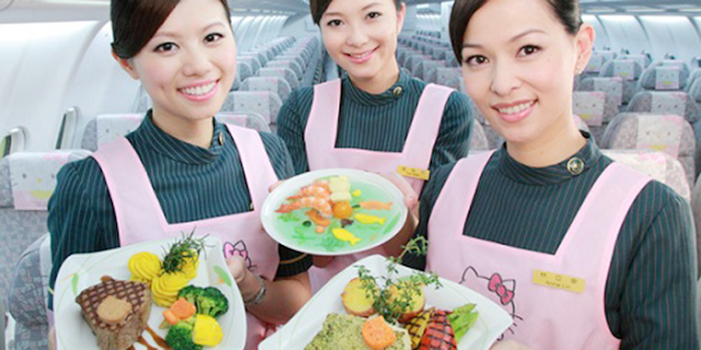 Sudah Tahu, 5 Fakta Unik Makanan Di Pesawat?, unik, pilot makan, co pilot makan, makanan pesawat, makanan khususpesawat, alasan makanan hambar pesawat, pengecapan menurun, kemampuan lidah berkurang