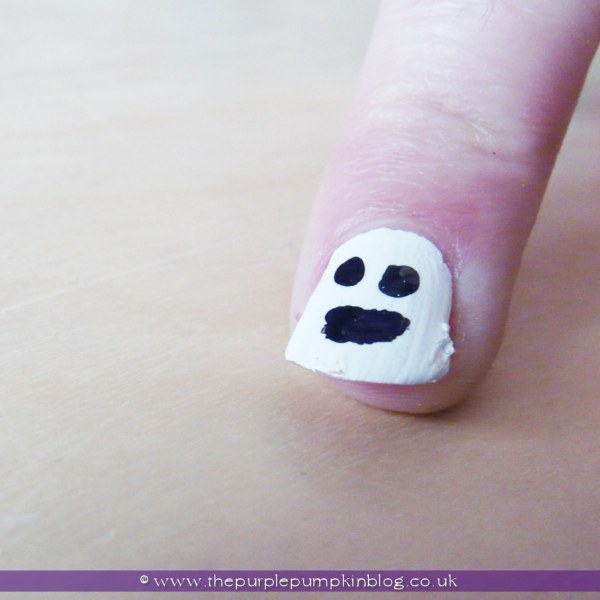 DIY Ghost #NailArt for #Halloween at The Purple Pumpkin Blog