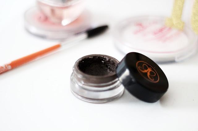 Anastasia Beverly Hills Dip Brow Pomade Review http://www.lootieloosplasticworld.de