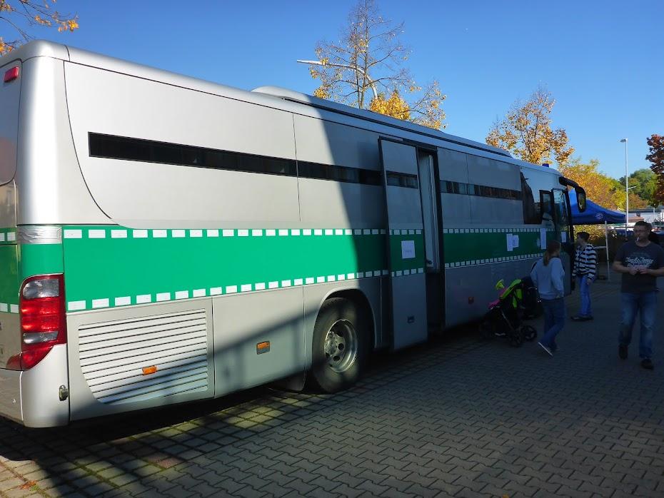 Полицейский, автобус