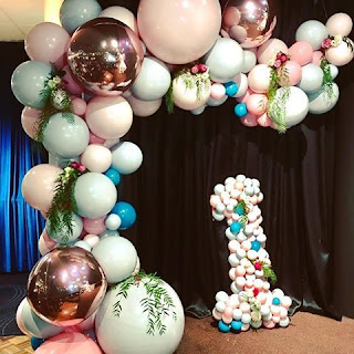 Rose gold balloon arch with #1 balloon sculpture