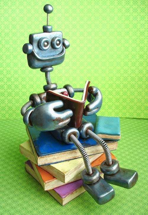15-Ryan-the-Rustic-HerArtSheLoves-Clay-Robot-World-Sculptures-www-designstack-co