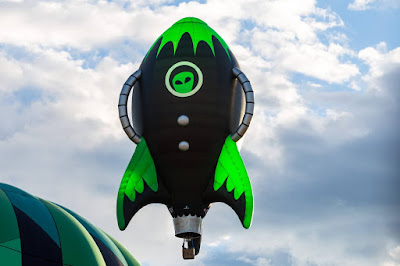 Spaceship balloon by Laurence Norah