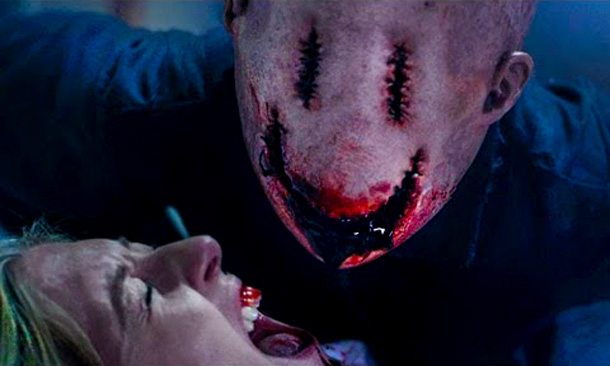 The Horror Hotel: Review : Smiley (2012)