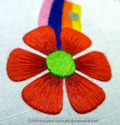 SFSNAD Flower Power Challenge: Boldly coloured embroidered daisy