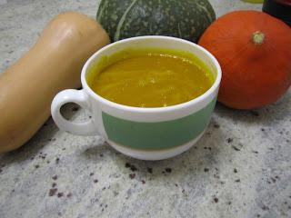 Soupe aux trois courges (potimarron, butternut, Delica Moretti) dans une tasse
