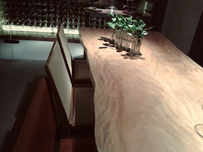 Mesa em Madeira Natural e Cadeiras em Palhinha